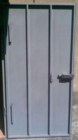 двери в подъезд